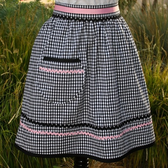 retro gingham apron