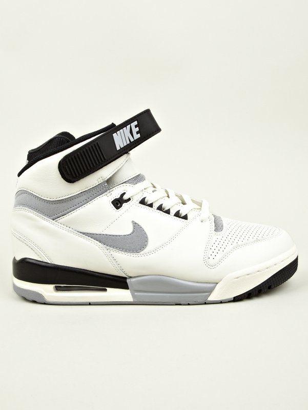 NikeMen's Nike Air Revolution VNTG QS Sneakers