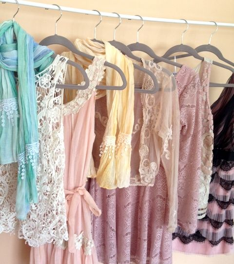 40 Hanger Closet: how to update your closet and turn it into your own boutique. I've tried this and it really works. Pinning for reference.