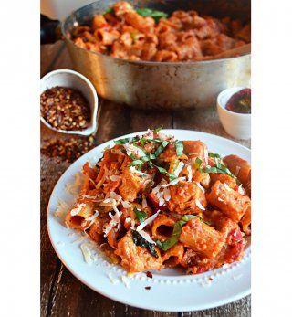Du poulet, des poivrons et de la tomate pour un plat épicé et crémeux