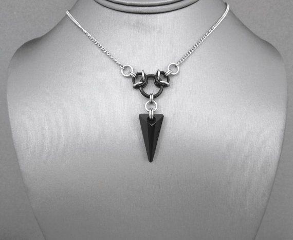 Zwarte kristal ketting, Chainmaille Jewelry, Chainmail ketting, Black Spike ketting, geometrische hanger ketting, Edgy sieraden, Heavy Metal
