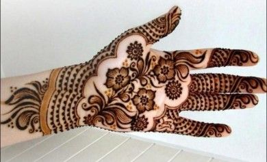 These beautiful and simple Arabic mehndi designs for beginners prove that Arabic mehndi designs don't have to be complicated or hard to make!