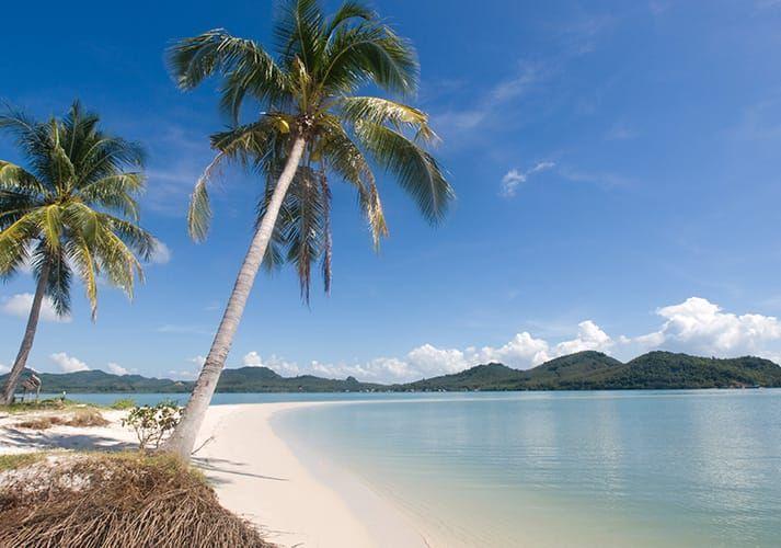 Koh Yao Yai  (Thailand) lijkt het verborgen juweeltje van de Thaise eilanden. Koh Yao Yai ligt in de Phang Nga Bay, tussen Krabi, Phuket en Koh Phi Phi in. In tegenstelling tot deze omliggende eilanden, heeft het toerisme dit eiland nog niet in haar greep.