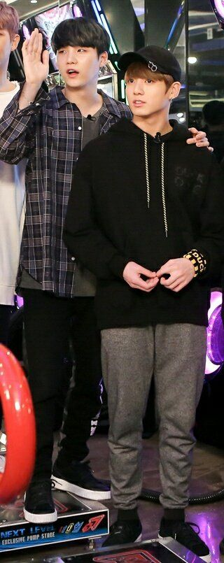 Fuck u Yoongi. First i see, Yoongi is taller than Jungkook. But HOW? And i scroll the photo and fuck