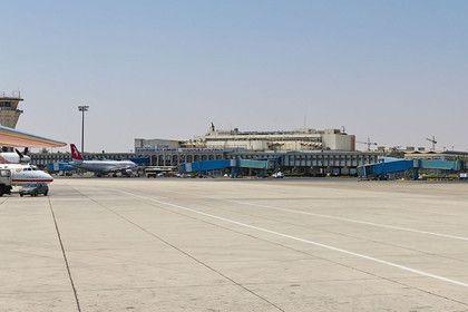 ВВС Израиля нанесли удары в районе аэропорта Дамаска       Израильские ВВС в ночь на четверг атаковали один из объектов в районе международного аэропорта Дамаска. По предварительной информации, удары были нанесены по находящейся там военной базе. В окрестностях воздушной гавани в результате налета вспыхнул сильный пожар.