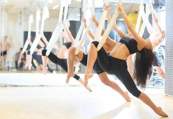 Yoga aérien: Restez dans l'air et amenez … de haut en bas sur votre corps!!!