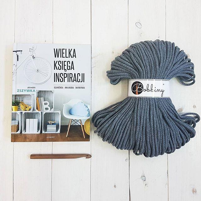 Inspiration ☺ #bobbiny #cord #crochet #knitting #macrame #diy #craft #decor #inspiration #diyhome #yarn #grey #book #instabook #knittersofinstagram #instacrochet #minimalism #simplicity #love #wooden #crochethook #sznurekbawełniany #sznurek #rękodzieło #zrobtosam