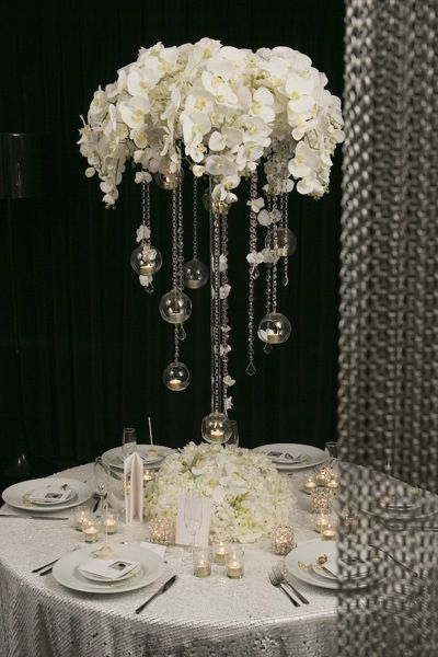 Centrepiece Essential Couture |  Nikos Gogas - Grace by Nu Bride #whiteweddingcentrepiece #whitewedding #luxurywedding
