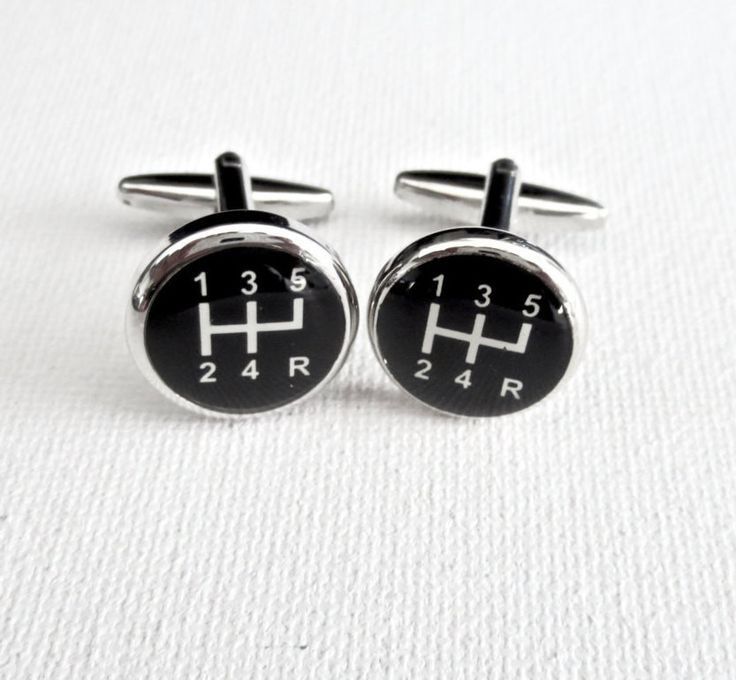 A beautifully crafted Car Gear Stick Shift cufflinks. Material: Stainless Steel Size: 1 inch Let me know if you need more of this cufflinks. Comes with a black velvet pouch for gifting. Let me know if