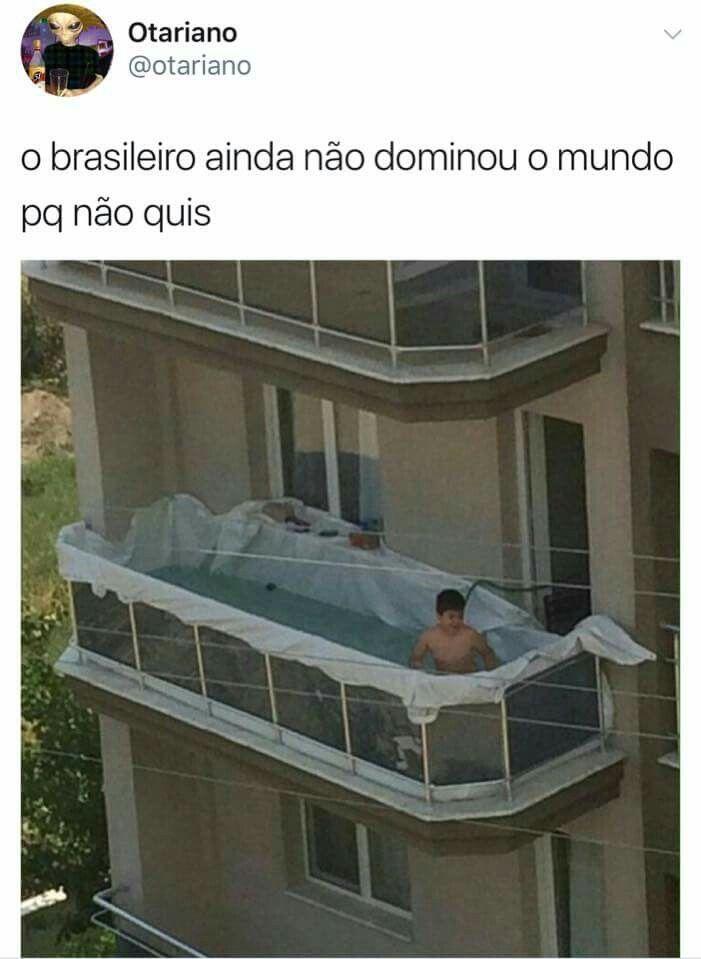 Se n entenderam, o gordin fez uma piscina na varanda do prédio