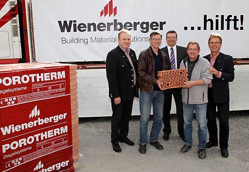 Ziegel bauen auf: Wienerberger hilft bei Wiederaufbau nach Unwetterschäden   Fotograf: www.GEPA-pictures.com   Credit:Wienerberger Ziegelindustrie GmbH   Mehr Informationen und Bilddownload in voller Auflösung: http://www.ots.at/presseaussendung/OBS_20120927_OBS0007