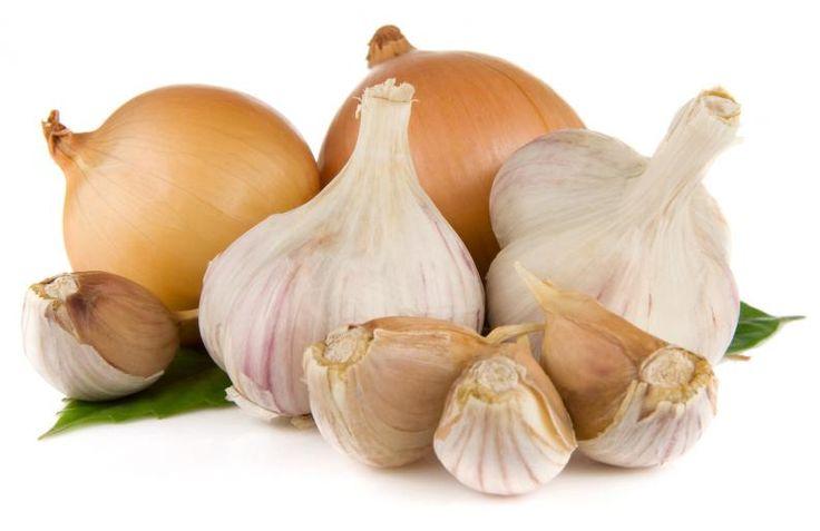 beneficios de consumir ajo y cebollas crudos