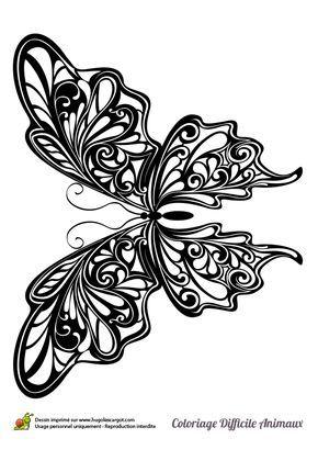 Dans ce coloriage, les ailes de ce papillon sont aux motifs symétriques formant une sorte d'arabesques végétales.