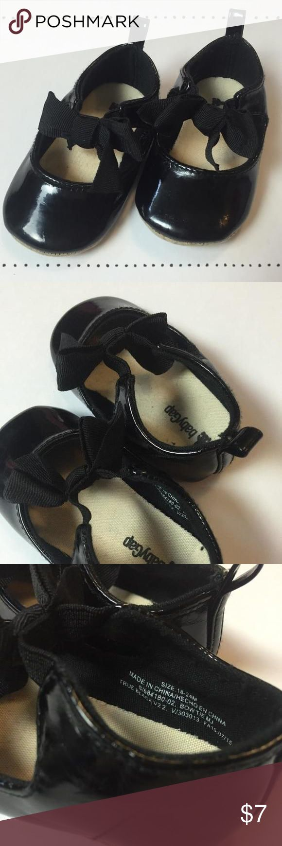 Baby Gap Shoes EUC! Baby Gap 18-24M black patent leather crib shoes. Absolutely adorable! 😍 Baby Gap Shoes
