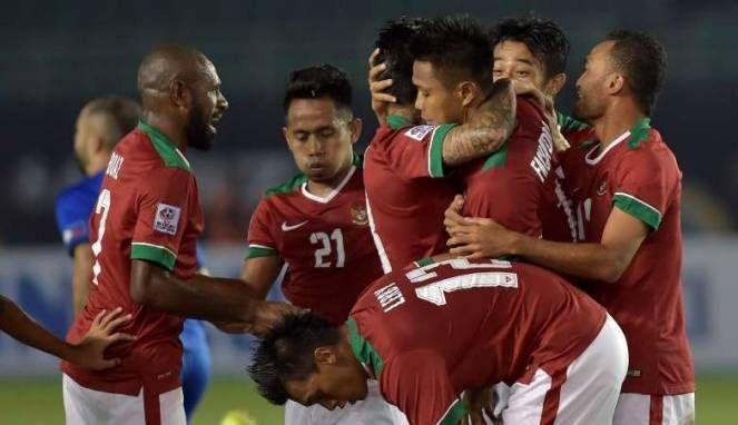 Pada perhelatan semifinal piala AFF Suzuki 2016 Indonesia unggul atas Vietnam dengan skor 2-1, kemenangan ini bagi tim Indonesia merupakan perjuangan habis-habisan bagi Boas Salosa dan kawan-kawan, karena Vietnam merupakan juara grub B pada penyisihan piala AFF Suzuki 2016, sedangakan Indonesia berada di runerup pada grub A setelah mampu mengungguli Siangpura pada penyisihan terakhir.