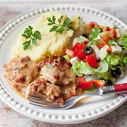 Schab gotowany w sosie z suszonymi pomidorami | Kwestia Smaku