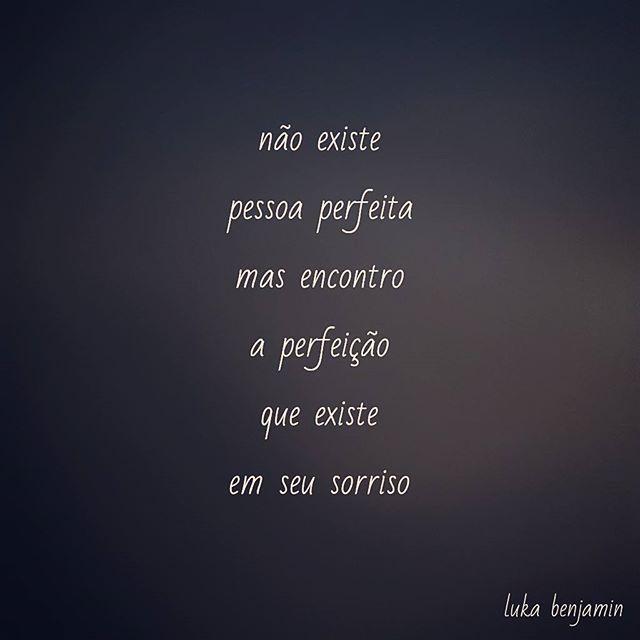 #instafrases #instafrase #frasesdodia #frasedodia #frase #frases #literatura #leitura #poesias #poemas #poesia #poema #instapoesia #instapoema #instalivros #amoler #palavras #amor #sorriso #pessoa #perfeito #perfeita #perfeicao #existir #sorrir