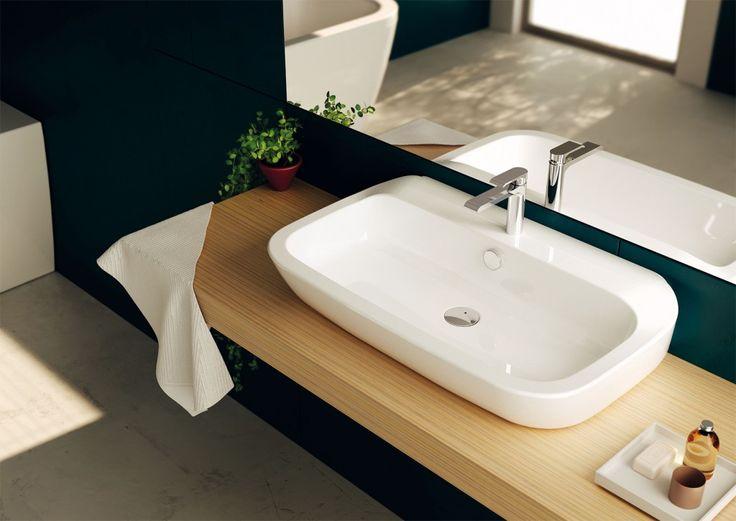 È d'appoggio il lavabo Nauha di Teuco in ceramica sanitaria bianca. Ha forme semplici e ben proporzionate. Misura L 60 x P 47 cm.