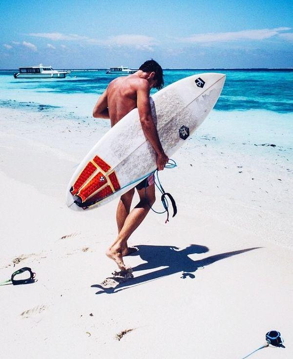 40 Symbolic Beach Photography Poses for Men – Niña Nava