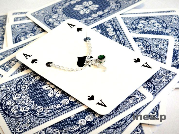 Silberarmband mit Glasstein und Silberbuchstabe. Hier erhältlich: http://www.inesp.de/shop-1/love-letter/love-letter