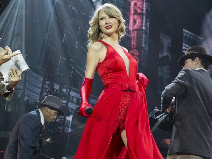 Taylor Swift Red Dress and Gloves - HD Wallpapers - Free Wallpapers - Desktop Backgrounds