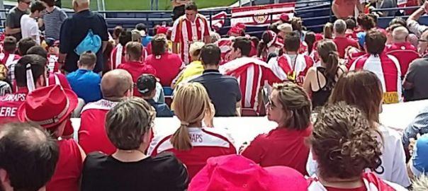 La policia requisa estelades als seguidors del Llevant i del Girona durant el partit entre els dos equips   VilaWeb