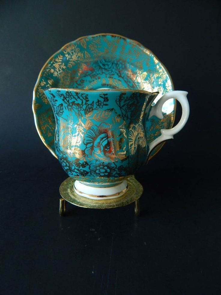 STAFFORDSHIRE / FINE ENGLISH BONE CHINA / TEA CUP & SAUCER