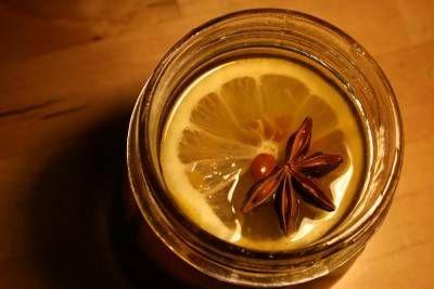 Miele, limone, zenzero e anice stellato per combattere tosse e virus