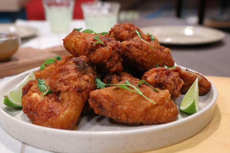 Una receta original para realizar pollo frito ¡Pruébala! Asian Recipes, Mexican Food Recipes, Ethnic Recipes, Sriracha, Tandoori Chicken, Food And Drink, Cooking Recipes, Sweet, Gourmet