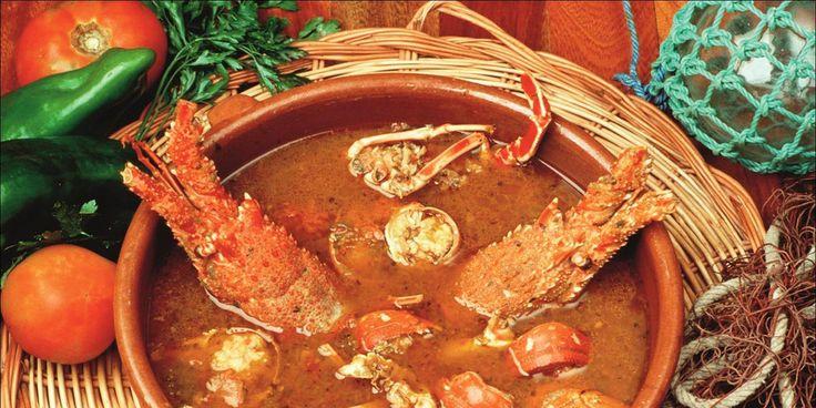 La tradicional Caldereta de Langosta a la Menorquina, un plato extendido entre pescadores desde tiempos remotos, cuya receta se ha transmitido por generaciones