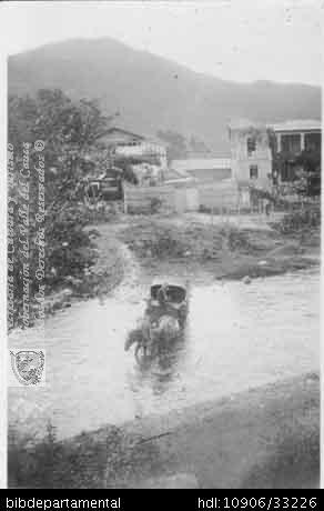 ◦Victoria atravesando el río Cali, detrás la Ermita. Santiago de Cali, 1928. Ignacio Zamora. Biblioteca Departamental Jorge Garces Borrero, 1928. 5.5X8.5.