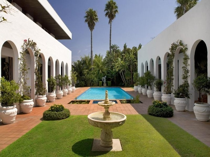 classic & elegant garden, courtyard inspired, swimming pool landscape - http://www.homehound.com.au/home+style/detail.php?id=224643