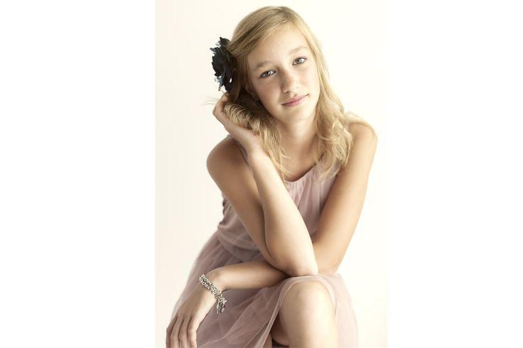 B-day party teen girl | Teen Portrait | Teen Girl posing | Tienerverjaardag meisje | Portret | Tiener meisje poseert | By Katja Diroen Fotografie