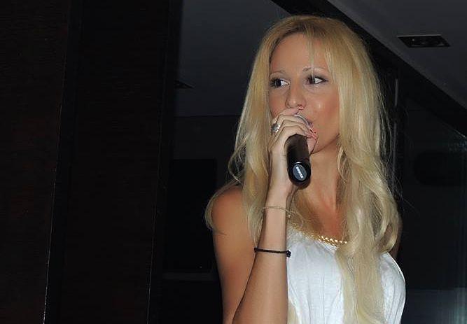 Starplanet News: Αγγελική Νιάρχου : Γνωρίστε την ανερχόμενη και πολλά υποσχόμενη τραγουδίστρια από την Θεσσαλονίκη...
