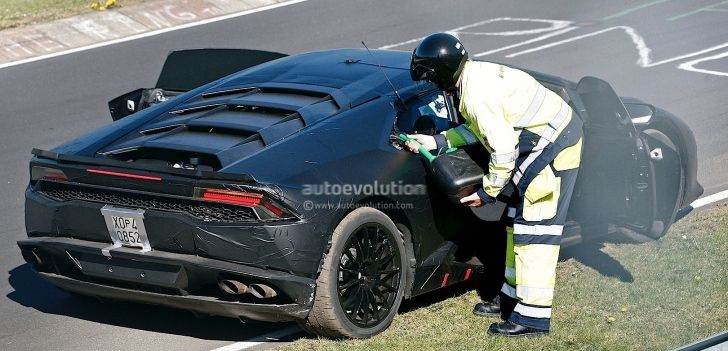 #Lamborghini #Hurracan Runs Out of Gas on #Nurburgring, Probably a Lap Time Attempt http://www.autoevolution.com/news/lamborghini-hurracan-runs-out-of-gas-on-nurburgring-probably-a-lap-time-attempt-80162.html