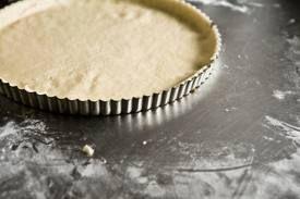PATE A TARTE LEGERE AU YAOURT (thermomix ou non ) 160g de farine complète, 1 yaourt, 3 cas d'huile d'olive, sel poivre