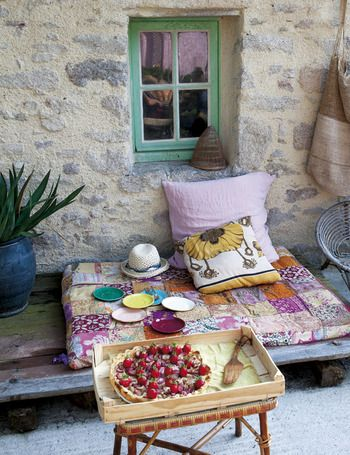 this cosy patio in the Brittany countryside is a perfect spot for dessert!  Nantes, France - elle.es