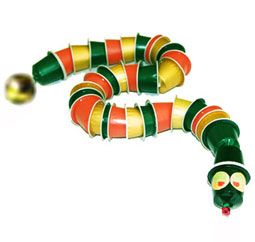 Un serpent en capsules de café recyclées. Nespresso!