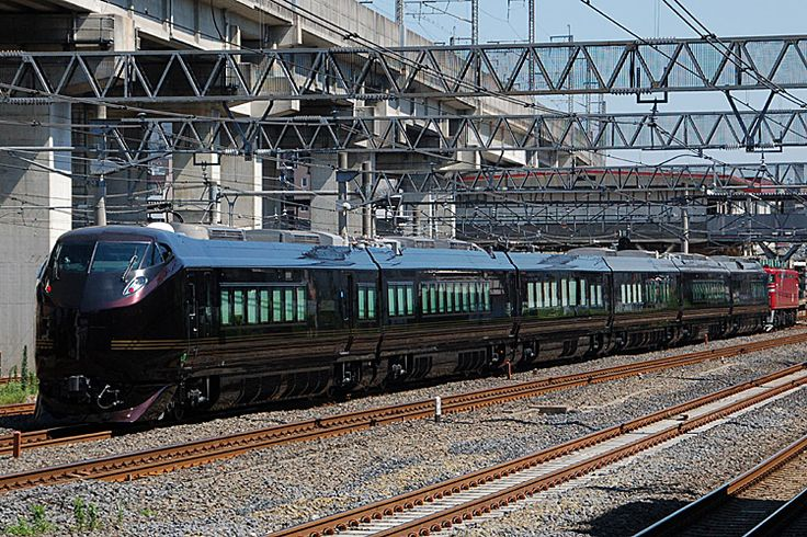JR East E655 series royal/high-grade train. The 3rd car in this picture is a special car for royal persons only in japan
