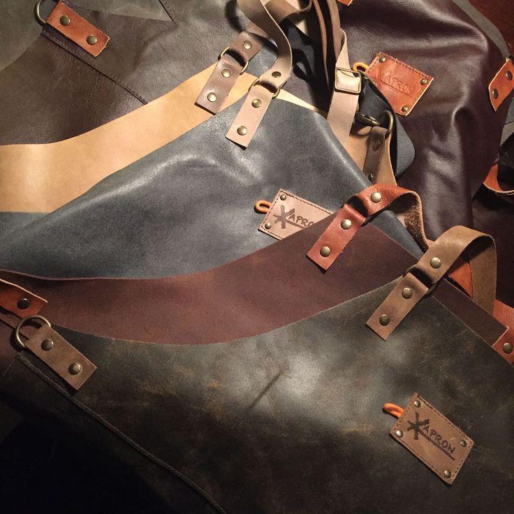 Stand 309 - Prachtige stoere (of iets minder stoere) schorten in een soepel vallend rundsleer. Helemaal passend bij de trends van een 'industriële' look!