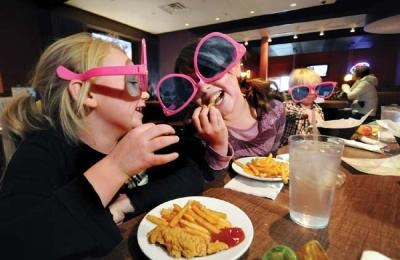Pinz in Oakdale: Food and games were a blastKids Friends Dining