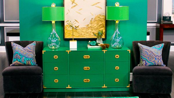 Not into the emerald green, but LOVE the artwork - falling gold feathers. So pretty.