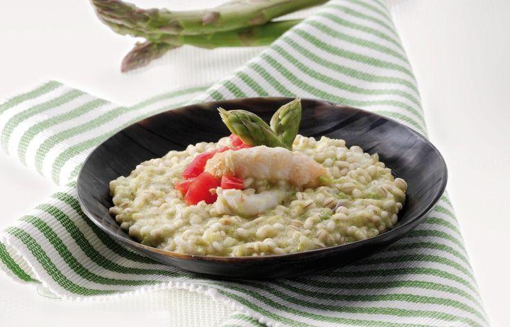 Orzotto con scampi e asparagi ricetta