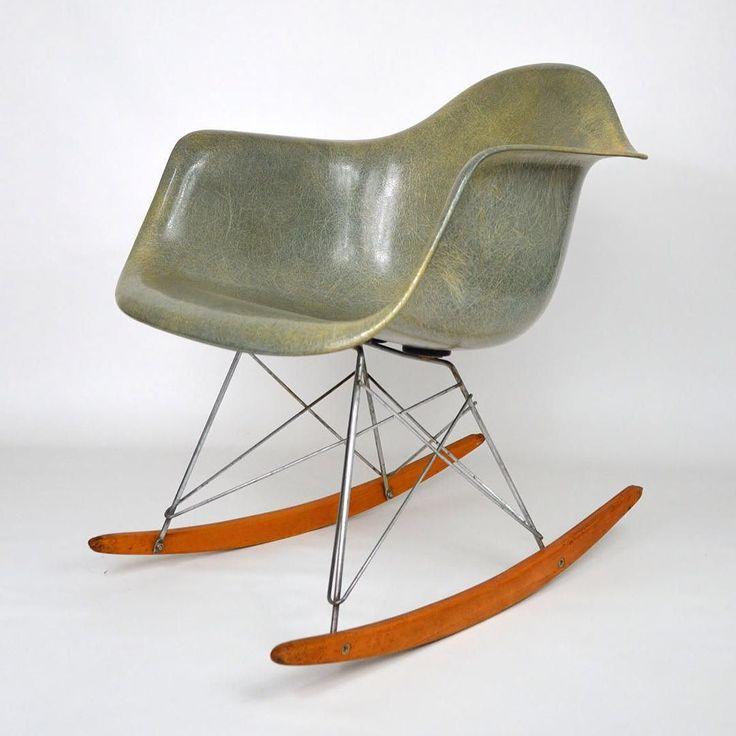 """20cmodern:  """"Rare préproduction du rocking chair RAR de Eames avec base X Cross (2 premiers mois de production) Zenith couleur seafoam #eames #rar #zenith #xcross"""" by @designmuseumparis on Instagram http://ift.tt/217sCUA"""