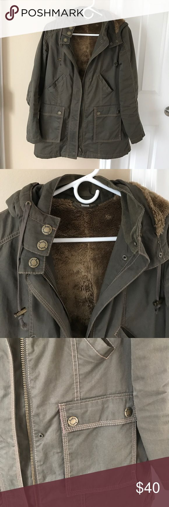 Boden Off Duty olive green parka jacket Great used condition. Has a detachable hood and lots of pockets. Very nice parka for the price! Boden Jackets & Coats Utility Jackets