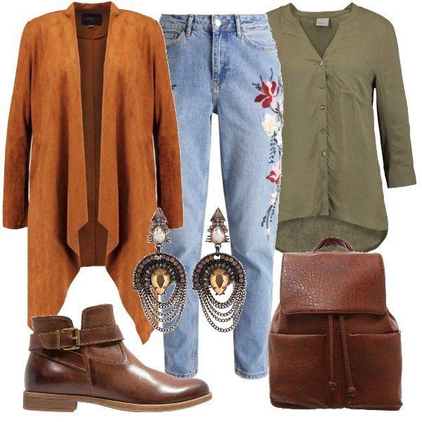 Un outfit di chiara ispirazione anni '70. Il denim patch, must have di stagione, si indossa con la camicia color fango e la giacca in finta pelle. Completano il look un paio di orecchini con pendenti di Aldo, uno zainetto in similpelle color cognac in nuance con gli stivaletti.