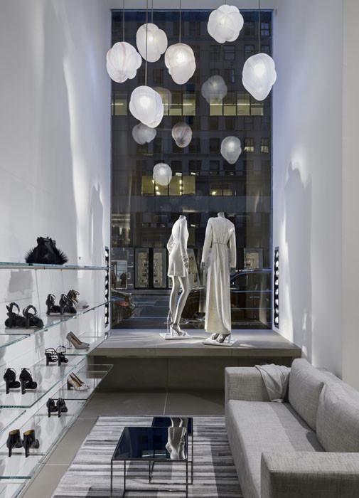 Jeremy Maxwell Wintrebert crea Clouds, una instalación para el flagship de Calvin Klein en NY