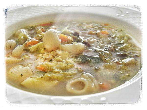 Sopa Minestrone. La sopa Minestrone es una receta de sopa de origen italiano. En esta ocasión una lectora nos envía una receta de sopa minestrone con pasta especialmente pensada para los más pequeños.