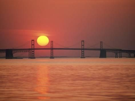 View from the Water of the Chesapeake Bay Bridge and the Setting Sun Fotoprint
