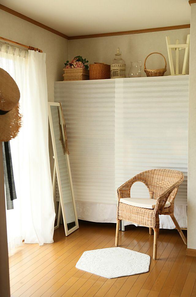 画像3つ目 オープン棚の目隠しに Ikea399円ブラインドの記事より インテリア 棚 目隠し オープン棚